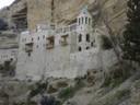 Monastère de St Georges de Kossiba<br />Arrivée au monastère de St Georges de Kossiba , après avoir marché sur le chemin de Jérusalem à Jéricho , un des lieux possible d'Emmaüs , dans le désert de Judée.