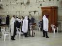 Le Mur Occidental<br />Jérusalem :  Prière devant le Mur Occidental ,  un jour de Bar Mitzva , la communion juive qui marque la majorité religieuse.